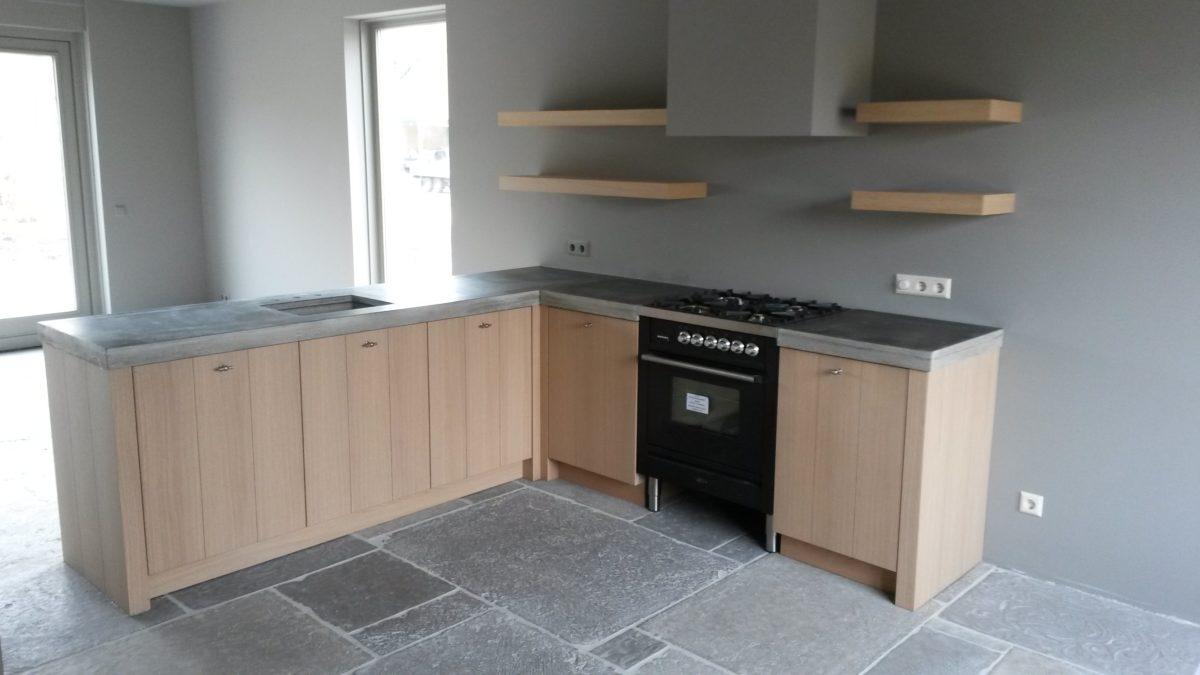 Minimalistische keuken met betonnen werkblad